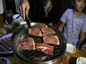 Viande sur le barbecue